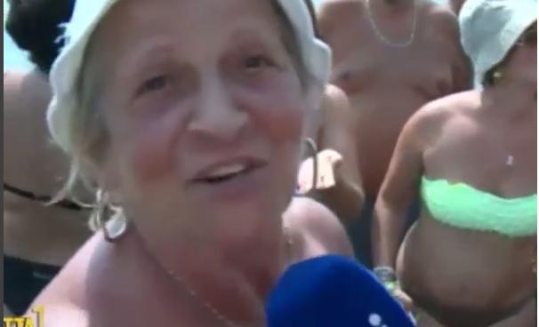 """Estate in diretta, la signora e l'uso del perizoma: """"Non mi piace il filo in c**o"""" (VIDEO)"""